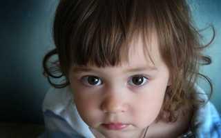 Ребенок говорит о себе в третьем лице или путает пол. Когда ребенок начинает улыбаться
