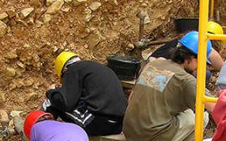 Поиском полезных ископаемых кто занимается