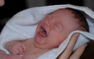 Почему младенец сильно плачет. Как устранить причины плача ребенка. Плачь после купания